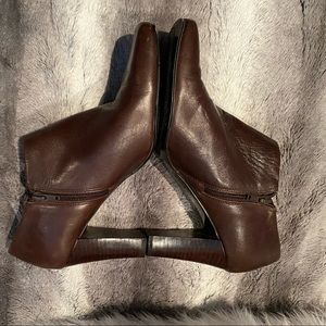EUC Bandolino Dark Brown Leather Booties Size 9
